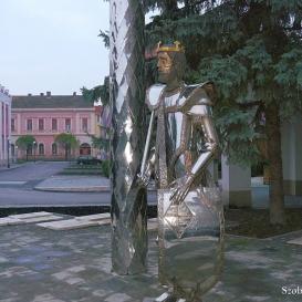 II. Lajos szobra