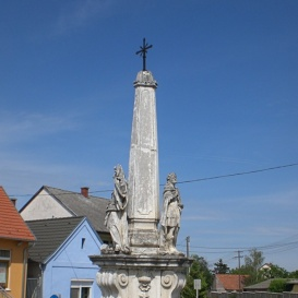 Hármas szobor