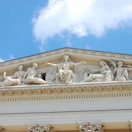 A Nemzeti Múzeum timpanonjának díszítőszobrai