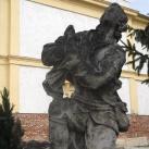 Kálváriakereszt Szent Flóriánnal és Szent Vendellel