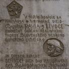 Domborműves emléktábla a Szent Jakab-templom falán