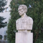 Radnóti Miklós mellszobra