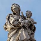 A koronázópárkány szobrai