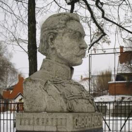 Gábor Áron Páncéltörő Tüzérezred emlékműve
