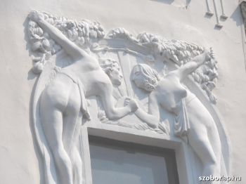 'Ádám - Éva ház' épületdísz