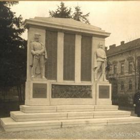 A császári és királyi 9. Nádasdy-huszárezred emlékműve
