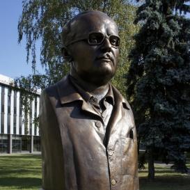 Dr. Dévald József