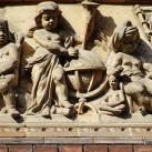 A Xántus János Két Tanítási Nyelvű Középiskola domborművei