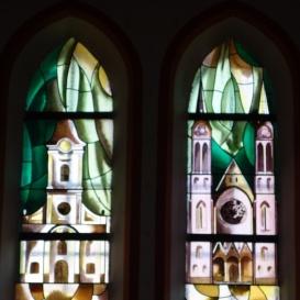 Békéscsabai római katolikus templom üvegablakai 3.
