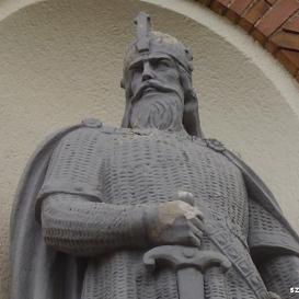 IV. Béla - Veszprém Megyei Levéltár Épületszobra I.