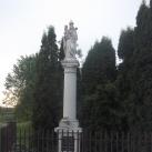 Ég királynéja-szobor