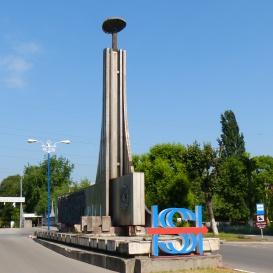 A vasmű emlékműve