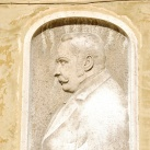 Cserháti Sándor portrédomborműve