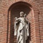 Páli Szent Vince szobra