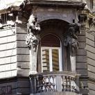 A Jókai utca 16. számú ház Atlasz-szobrai