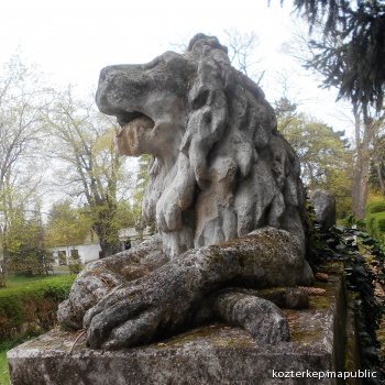 Oroszlán-szobrok