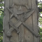 Szent Antal-szobor passiójelvényekkel