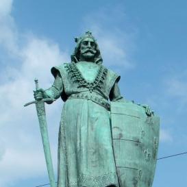 Károly Róbert-szobor