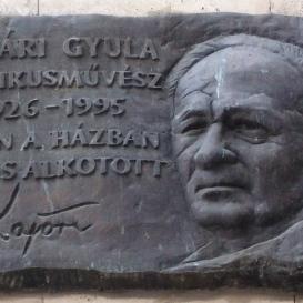 Kajári Gyula-emléktábla