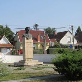 Pomutz György-szobor