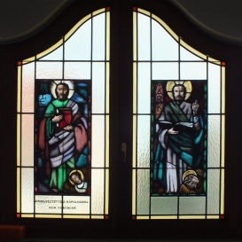 A Szent István Király Plébániatemplom emeleti, észak-keleti termének üvegablaka