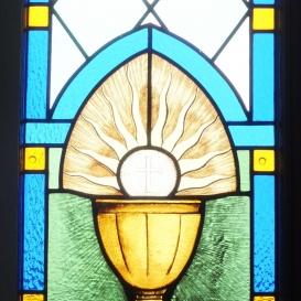 A Szentlélek-templom kápolnájának üvegablakai