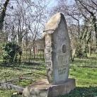 Vida Árpád síremléke
