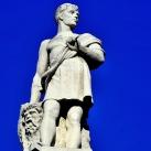 A Néprajzi Múzeum attikájának allegorikus szobrai: Szobrászat (9.)
