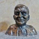 II. János Pál pápa portré szobra
