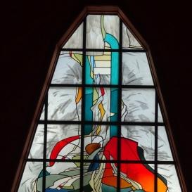 A tótszerdahelyi római katolikus templom üvegablakai