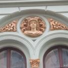 Pécs, Király utca 11. épületdíszei
