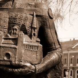 III. Béla király szobra