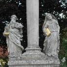 Immaculata-oszlop Szent Joakhim és Szent Anna alakjával