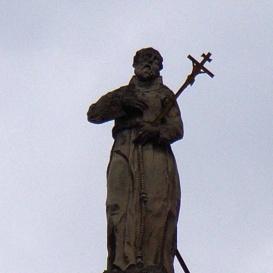 Az idősebb Szent Jakab templom homlokzatának szobrai
