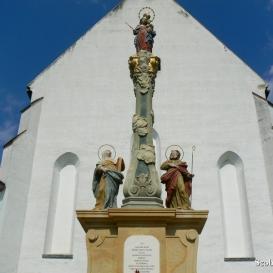 Segítő Mária-szoborcsoport