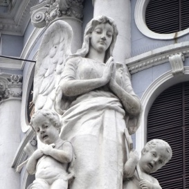 Páduai Szent Antal templom épületdíszítő szobrai