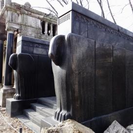 Sváb Jakab fiai és családjaik síremléke