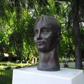 Szabó Katalin tornásznő szobra