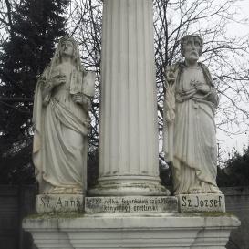 Mária-oszlop Szent Anna és Szent József szobrával