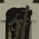 Az Alcantarai Szent Péter-templom homlokzatának szobrai