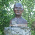 Debreczenyi Gyula mellszobra