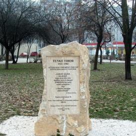 Tenke Tibor-emlékkő