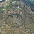 Angyal, két címerrel