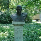 Monti Sándor-mellszobor