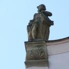 Püspöki palota szobrai