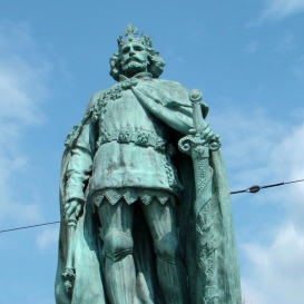 Nagy Lajos-szobor