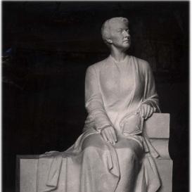 Tormay Cecil szobra