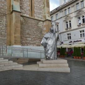 II. János Pál-szobor