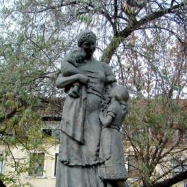 Anyák szobra