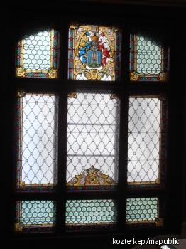 A Városháza lépcsőházi üvegablaka